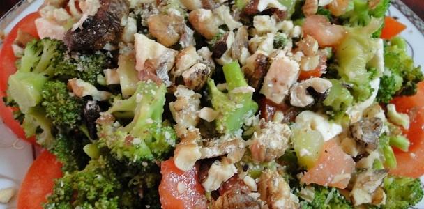 salata_brokoli_domati_orehi