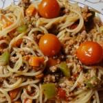 spaghetti_svinsko_ragu_cherry_domati