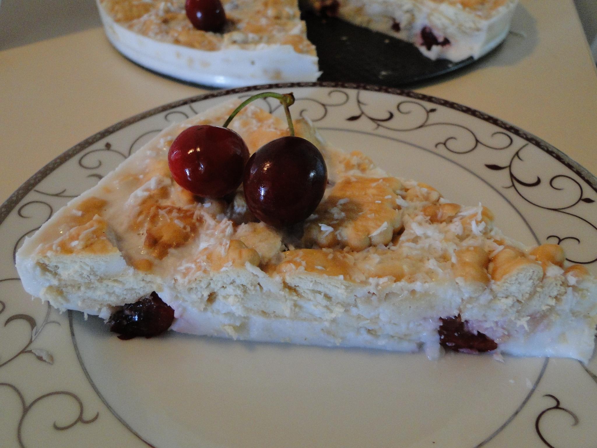kokosova_torta_s_biskviti_i_chereshi