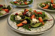 салата-със-спанак-и-ягоди
