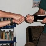 отваряне на вино без тирбушон