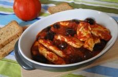 Pileshko-s-maslini-v-domaten-sos